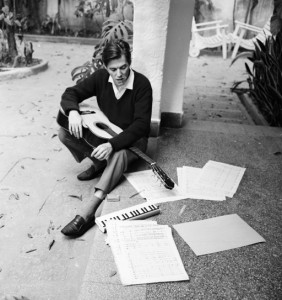 Tom Jobim compondo
